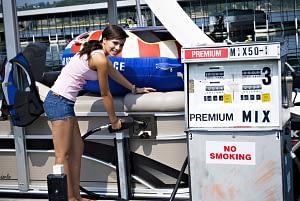 woman pumping benzine